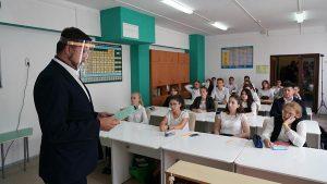 часть российских школьников снова перешла на удаленку